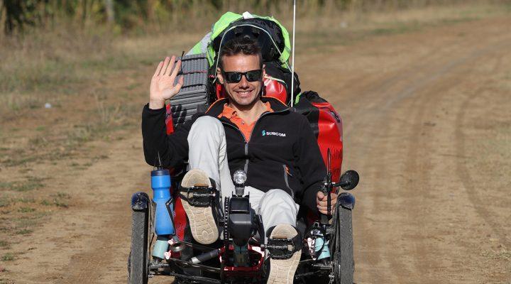 İşinden istifa eden Fransız mühendis bisikletle dünya turuna çıktı