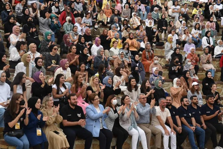 Aile ve Sosyal Hizmetler Bakanı Yanık Gökçetepe'de gençlerle buluştu