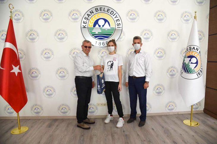 MİLLİ TAKIMA SEÇİLEN BUSE PAMUK'TAN MUSTAFA HELVACIOĞLU'NA ZİYARET