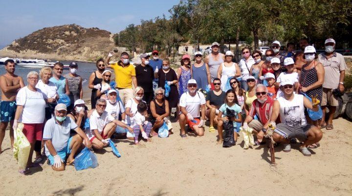 Saros Gönüllüleri Saros'un 5 ayrı noktasında sahil temizliği yaptı