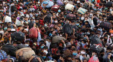 Hindistan'da binlerce kişinin terminalde bir arada beklemesi endişeye yol açtı