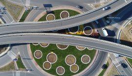 Belediye ve Karayolları işbirliğinde kavşaklarda  peyzaj düzenlemeleri ile görsel bir şölen yaratılıyor
