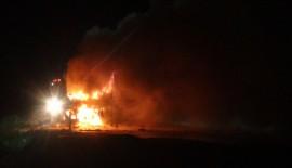 Otobüs yandı yolcular yara almadan kurtuldu