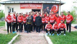 Bayram Ali Kalfalar Balkan Yürüyüş Şampiyonası'na katılacak Milli Takım'ı uğurladı