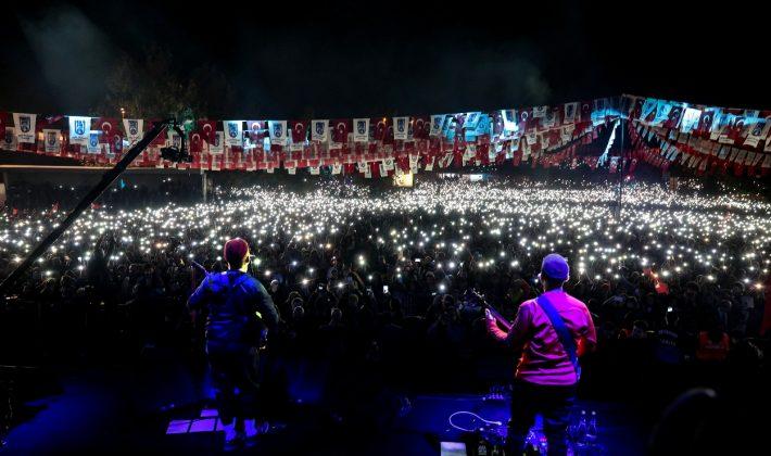 Athena,Ankara konseri gelirini Mehmetçik Vakfına bağışladı..