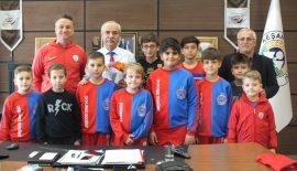 Altınordu ve Keşan Genç Ordu Takımı Oyuncularından Özcan'a Tıp Bayramı Kutlama Ziyareti
