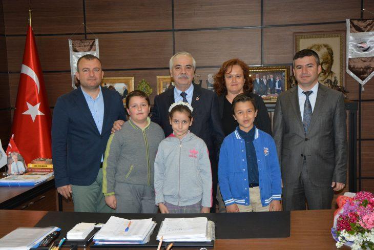 Öğrencilerden Özcan'a 23 Nisan Ziyareti