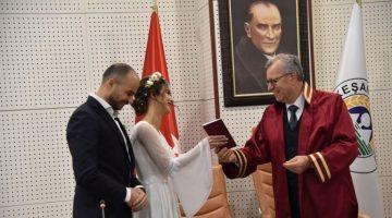 Helvacıoğlu 2020'nin ilk nikahını kıydı