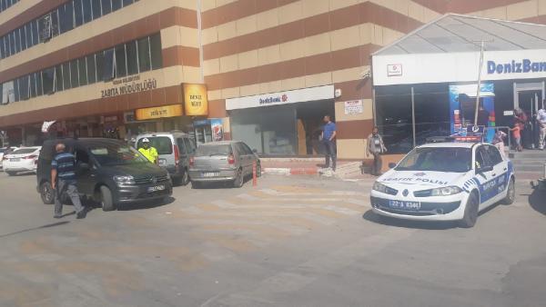Aracıyla ters yönden giden 13 sürücüye 1.404 lira ceza