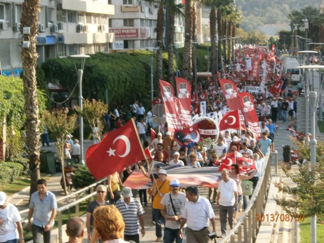 İzmirliler Zafer Bayramı'nı kutladı
