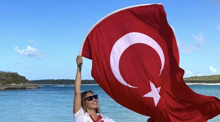 Şahika Ercümen Bahamalar'dan 3 madalya 5 Türkiye rekoru ile dönüyor
