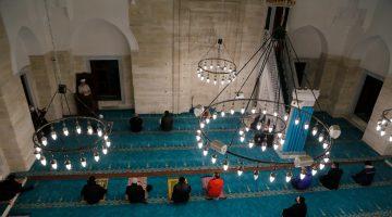 """Selimiye Camisi'nde """"üç ayların habercisi"""" Regaip Kandili idrak edildi"""
