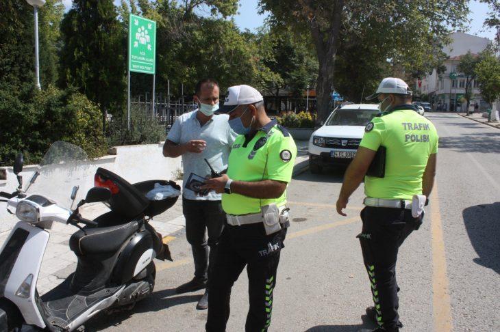 KEŞAN'DA MOTOSİKLET DENETİMLERİNDE SÜRÜCÜLERE CEZA
