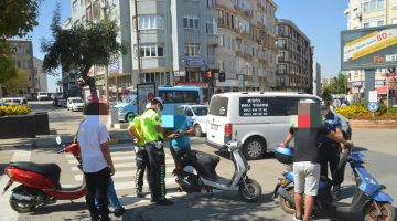 İşyerlerinin paket servis yapılan motorsikletleri denetlendi