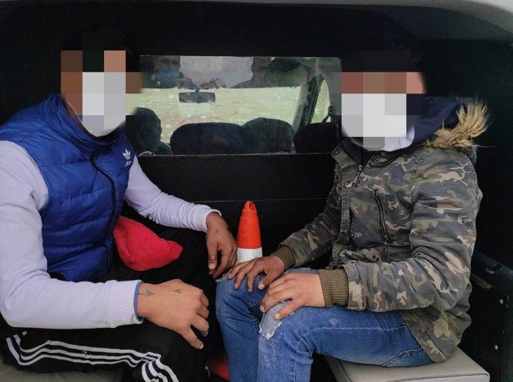 Araması olan iki kişi polis ekiplerince yakalandı