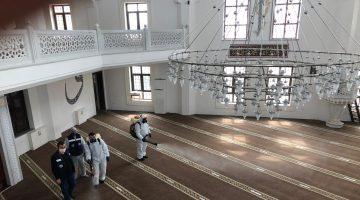 Keşan Belediyesi camileri ibadete hazırlıyor