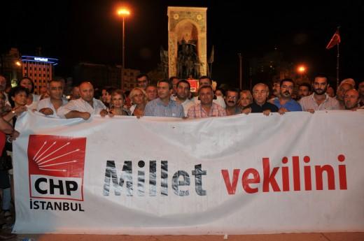 CHP Taksim'de Aygün için oturma eylemi yaptı…