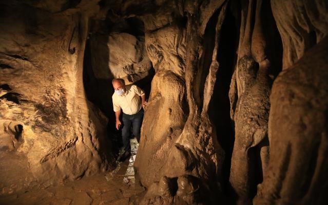 Dupnisa Mağarası ziyaretçilerini büyülüyor.