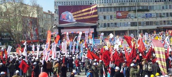 Binlerce işçi Lüleburgaz'dan haykırdı: 'Kuralsız, Güvencesiz, Çalışmaya Hayır! Taşerona Son!'