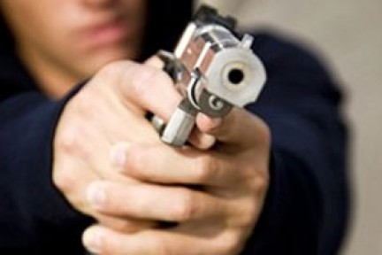 Erikli'de bir genç silahla vurularak yaşamını yitirdi.