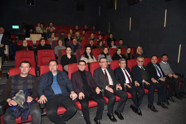 """Göçmenler, """"Cep Herkülü: Naim Süleymanoğlu"""" filmini Belediye Başkanı Helvacıoğlu ile izledi"""